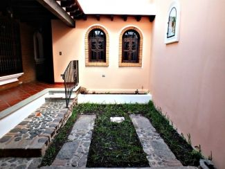 AR160 / 3 Bedroom Unfurnished Home / Central Antigua / Long Term