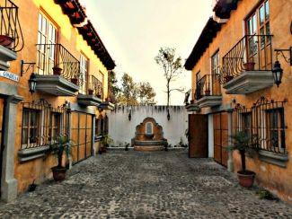 AR163/ 3 Bedroom Fully Furnished House / Short or Long Term Rental