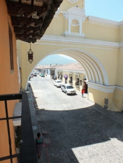 AR285 / One Bedroom Apartment/ Furnished / Centrally Located