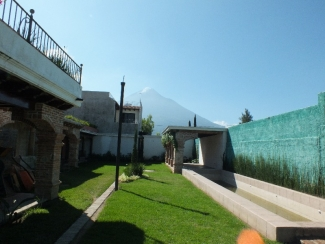 GR375/ Four Bedrooms Unfurnished House/With Pool