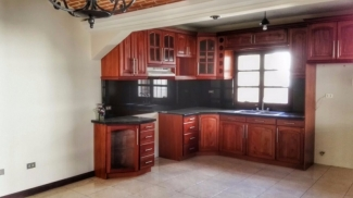 DR304/ Five Bedrooms Unfurnished House/ Club House